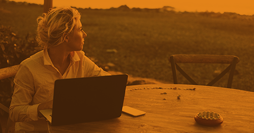30-year-old-business-women-writing-outside-on-laptop